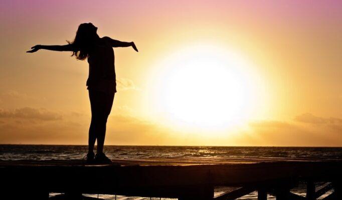 beach-sea-horizon-silhouette-girl-sun-764600-pxhere.com